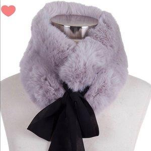 Grey faux fur collar